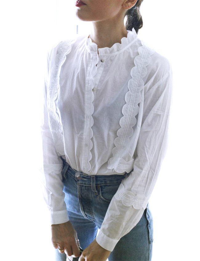Entre romantisme maîtrisé et coton japonais, cette blouse blanche a tout bon ! (photo Style Heroine)