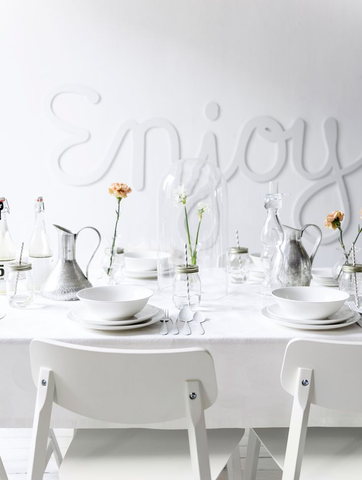 White table setting for a dinner party with vtwonen tableware, white wall typography and flowers | Styling Kim Rossenberg | Photographer Sjoerd Eickmans | vtwonen may 2015 | #vtwonencollectie