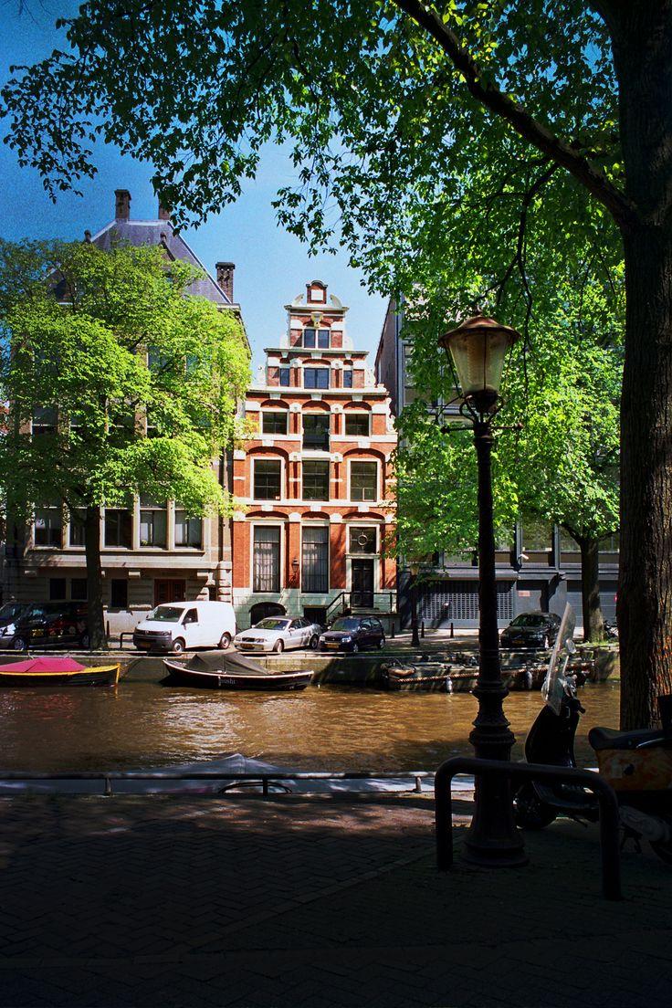 Amsterdam De grachten zijn zo mooi! Vooral op zondagmorgen! M.