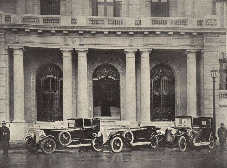 Chile, Santiago. Frontis del Club de La Unión, en la Avenida Las Delicias (Alameda), entre calles Banderas y Nueva York, año 1925.