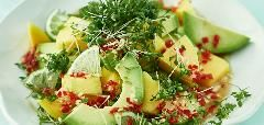 Avokádovo-mangový salát s limetkovým dresinkem