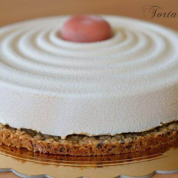 Torta Vague. Mousse al cioccolato bianco Dulcey e cremoso al lampone. Una goduria!!! La ricetta ora sul mio blog ❤ http://blog.cookaround.com/trazuccheroevaniglia/  Link diretto in bio  #silikomart #mousse #dulcey #mauriziosantin #gianlucafusto #pasticceria #pastry #valrhonachocolate #vsco #vscofashionfood #vscofood #foodvsco #f52grams #photo #foodgasm #foodstagram #instafood #instagood #foodie #foodpics #picoftheday #photooftheday #cake #_dolcivisioni_ #_food_repost #mapisweetb…