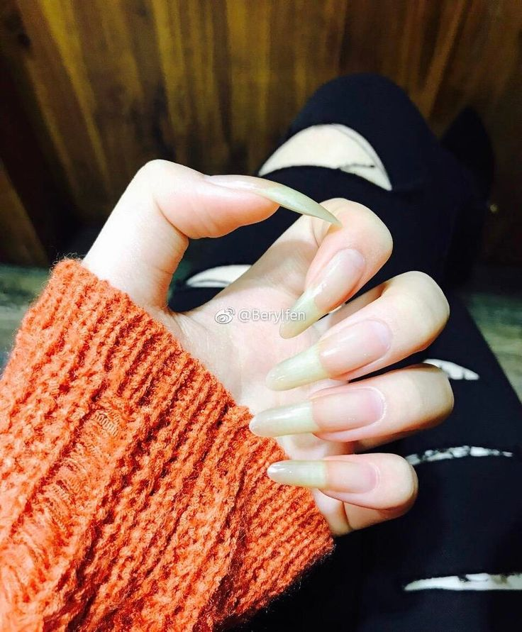 #longnails #beautifulhands #beautifulnails #naturallongnails #nautralcolor #nails #nailsart #naturalnails #longnails #longnails