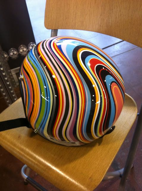Love the colors of this helmet.