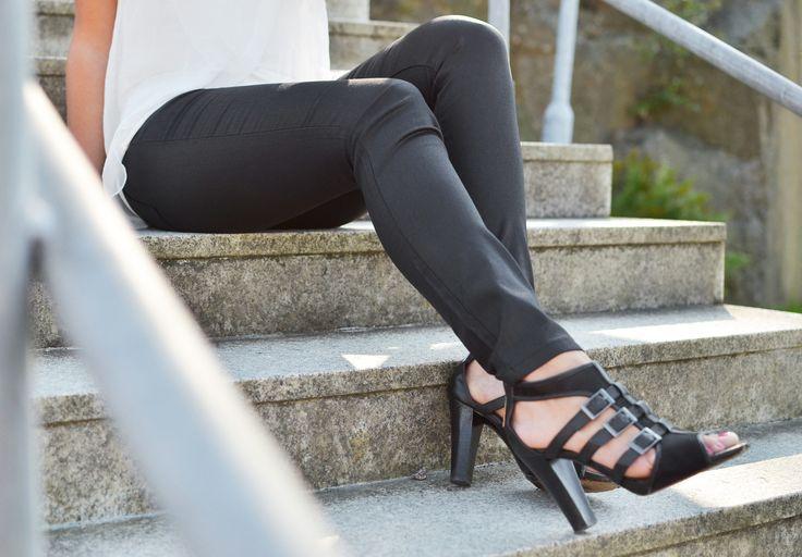 Svarta byxor, funkar till allt || Black pants outfit inspiration spring summer #ootd | www.mandeldesign.se