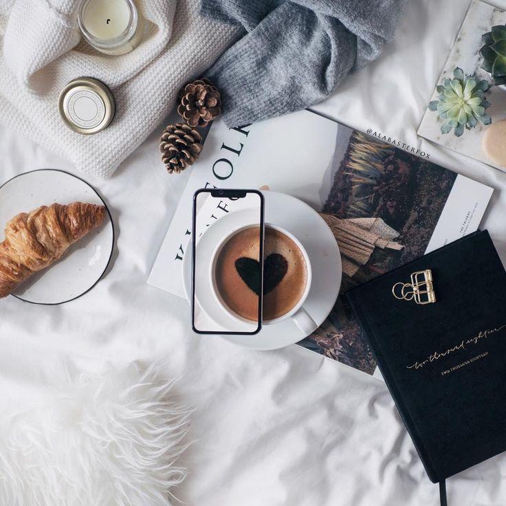 10.9 тыс. отметок «Нравится», 169 комментариев — Adrianna (@alabasterfox) в Instagram: «Coffee art on a rainy day  Good morning folks!☕️ . . . #coffeeart #flatlay #inception #onthebed…»