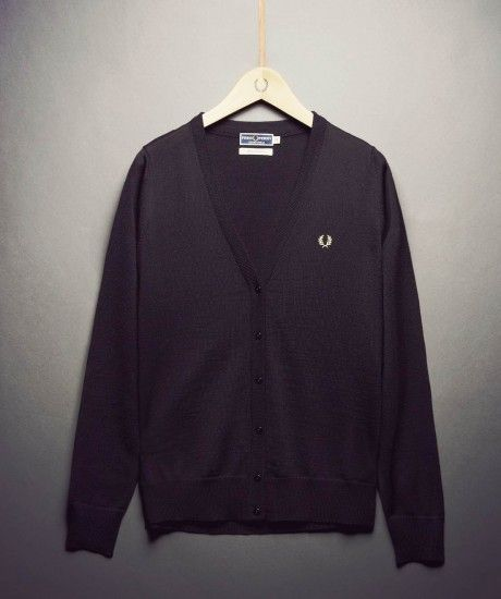 Made in Italy, the home of fine knitwear, the classic V neck cardigan complete with heritage branding forms part of the Laurel Wreath Re-issues collection. Crafted in soft pure wool and finished with self colour rib details at the cuff, hem and neck.