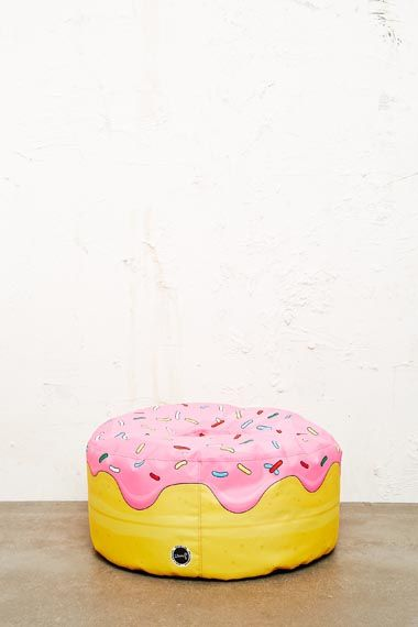 Woouf Donut Floor Cushion chez Urban Outfitters