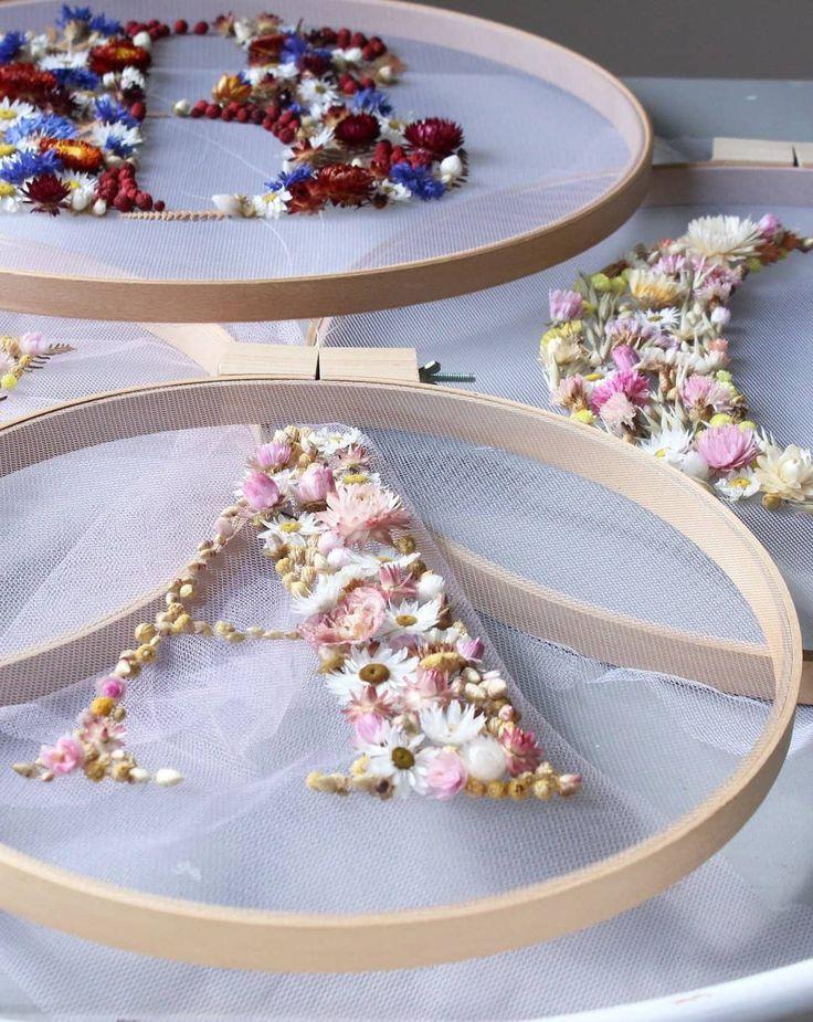 unglaublich Wie man Stickrahmenkunst mit getrockneten Blumen macht