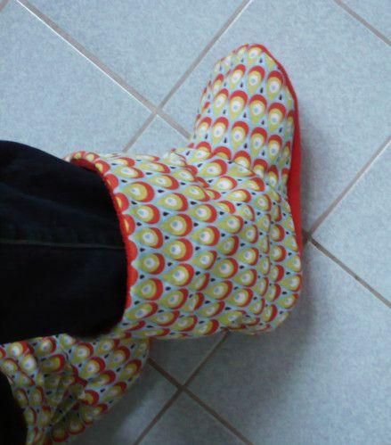 J'ai réalisé ces chaussons en polaire et coton d'après un tuto de chaussons pour bébé : voir ICI Je trouvais ça tellement mignon qu'il me fallait les miens !! Je vous propose donc…