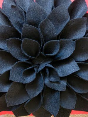 Want to make this on a bit smaller scale. Saw one today...cream nubby pillow, with gray felt Chrysanthemum. Cute!