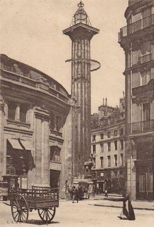 Paris 1er - Rue de Viarmes - La colonne astrologique de Catherine de Médicis et l'Hôtel de la Reine.