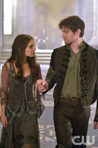 """Reign -- """"Liege Lord"""" -- Image Number: RE117b_0183.jpg -- Pictured (L-R): Caitlin Stasey as Kenna and Torrance Coombs as Bash -- Photo: Sven Frenzel/The CW -- © 2014 The CW Network, LLC. All rights reserved."""