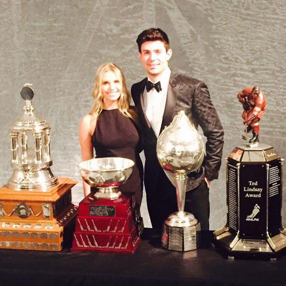 Carey Price rafle quatre trophées au gala de la LNH 2015 | HollywoodPQ.com