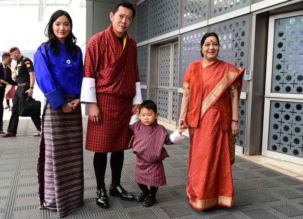 After attending the funeral of King Bhumibol Adulyadej of Thailand; King Khesar Namgyal Wangchuck, his wife Queen Jetsun Pema and their 1,5 years old son Prince  Jigme Namgyel Wangchuck began a visit to India upon the invitation of the Prime Minister of India, which will last for 4 days. On October 31, 2017, Royal family of Bhutan was welcomed by Minister of Foreign Affairs of India, Shrimati Sushma Swaraj, at Indira Gandhi International Airport.