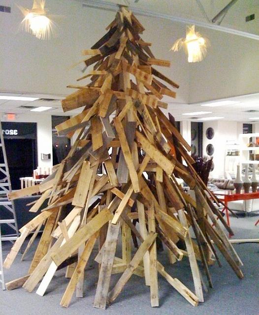 christmas tree!!!!!!! Great use of scrap wood !!!!!!!!!!! @Katie Middendorf