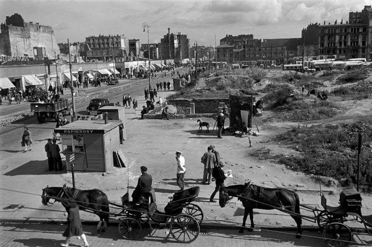 ul. Marszałkowska z al. Jerozolimskimi w tle w roku 1948. Foto @ Werner Bischof