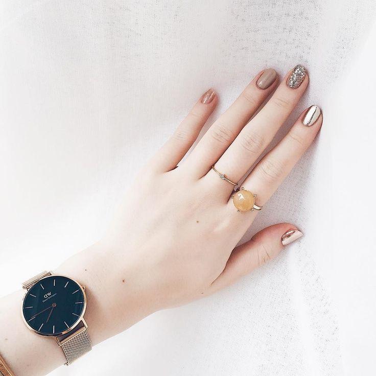 ネイルは爪が長い方が似合う、そう思っていませんか?確かに、凝ったデザインやアートは描く面積が大きいにこしたことはありません。でも、小さい爪だからこそ似合うデザインもたくさんあるんです。