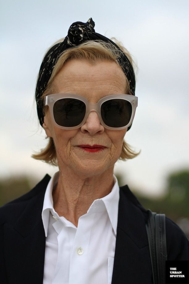 RED LIPSTICK STREET STYLE BEAUTY INSPIRATION THE URBAN SPOTTER MATURE STYLE HEAD WRAP HEAD SCARF WHITE FROSTED SUNGLASSES  LIPS STAIN MATTE LIPS WHITE COLLARED SHIRT