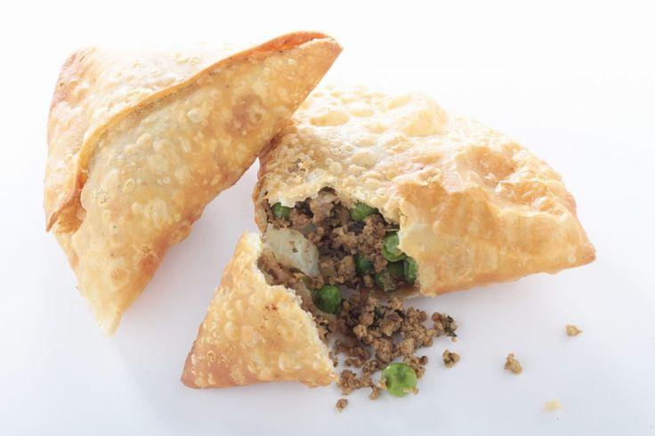 Video Ricetta passo passo di una prelibatezza della cucina indiana. I Mini Samosa, uno stuzzichino semplice e veloce da preparare.