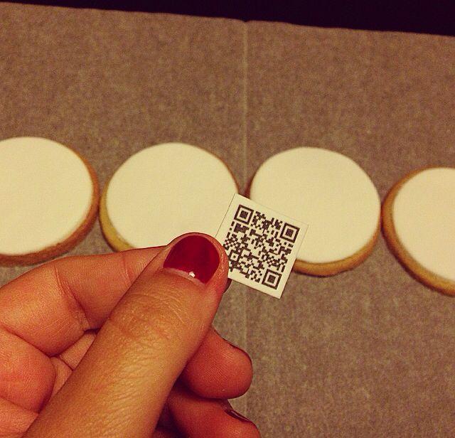 2. Recortamos uno a uno los códigos Qr comestibles.