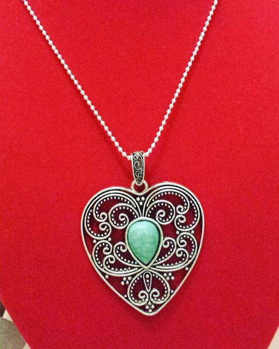 Guarda questo articolo nel mio negozio Etsy https://www.etsy.com/it/listing/268526332/collana-cuore-pietra-turchese-lavorato