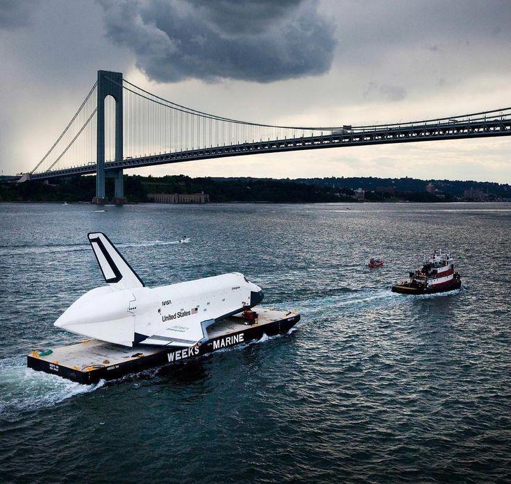 798 отметок «Нравится», 13 комментариев — @graveyardorbit в Instagram: «Space Shuttle Enterprise being towed toward its new home; aboard the USS Intrepid museum on the…»