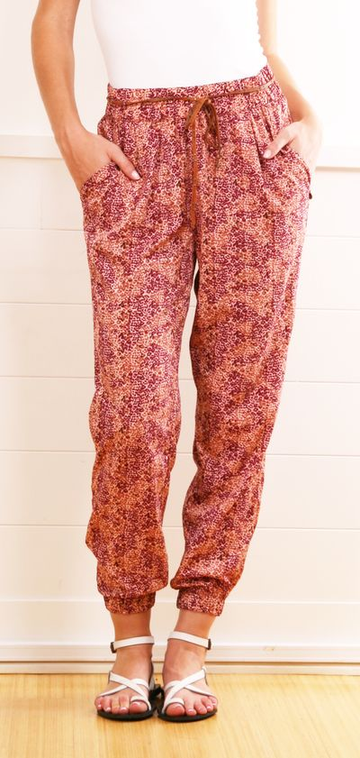A cute and casual bohemian pant. I love how the cut of this pant is below the ankle.... but hate the shoes