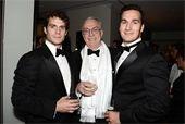 Charlie Cavill e Henry com o pai Collin Cavill. *não sabemos a fonte da foto
