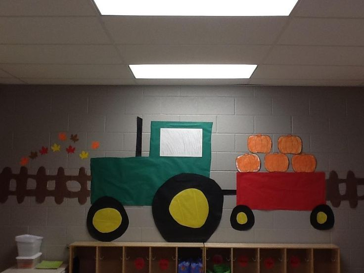 Our tractor i store my preschoolers seasonal arts and for Art and craft for classroom decoration