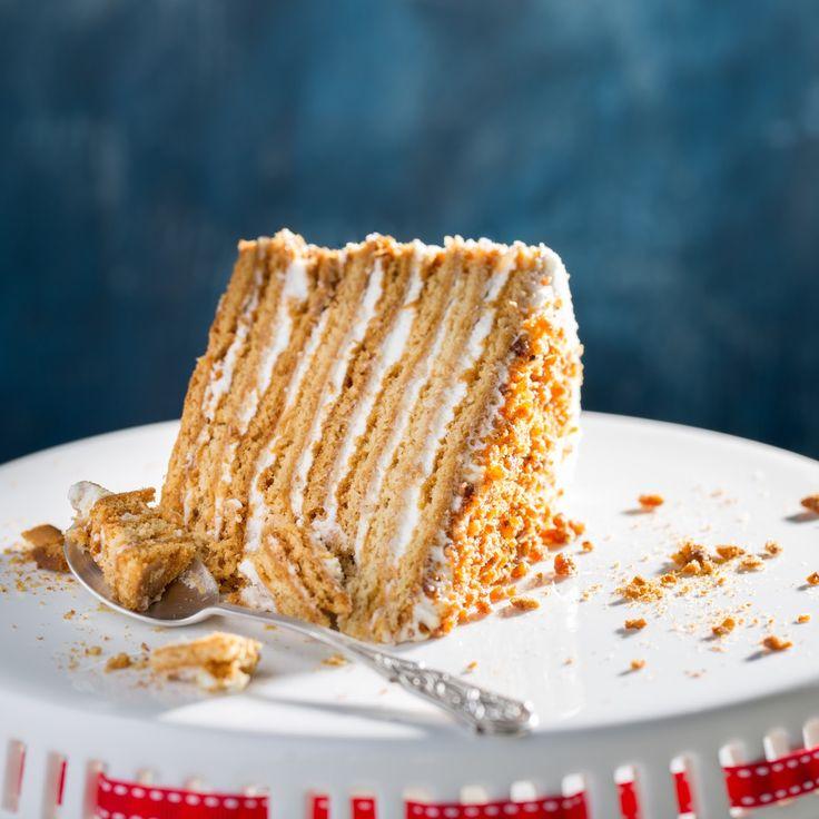 На торт диаметром 23см и высотой 7.5см   Для теста:  520г муки  100г меда  100г сливочного масла  200г сахара  2 яйца  2ч.л. соды  2...
