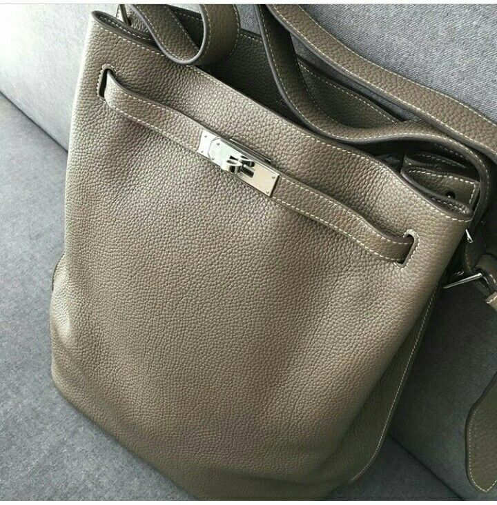 292f4ca3f6c1 Model  Hermes So Kelly 26 Condition  Preowned Stamp  N Color  Etoupe Leather