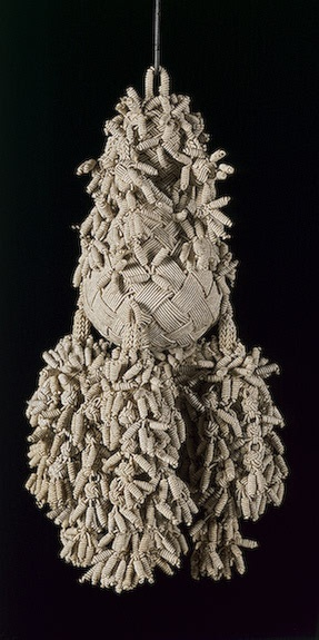 Tassel Wood and linen threads; braiding. L.24 cm Western Europe (Italy ?). 17th century