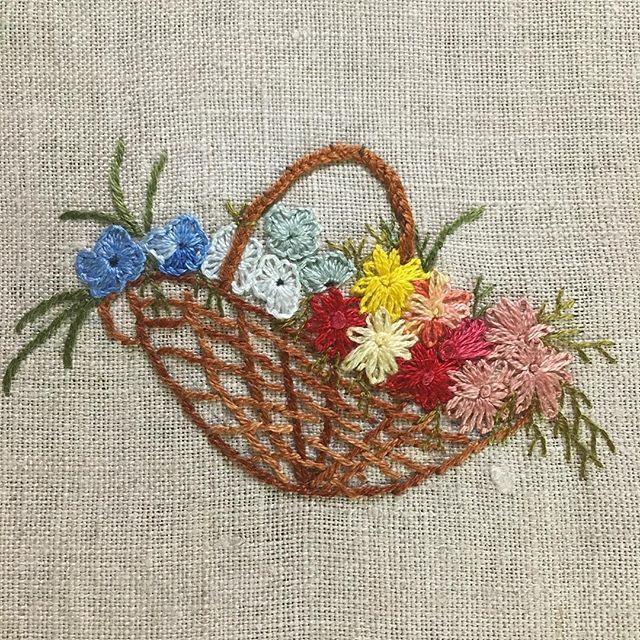 -2016/10/08 좋아하는 바구니에 꽃을 한가득~ . . . . . By Alley's home #embroidery#knitting#crochet#crossstitch#handmade#homedecor#needlework#antique#vintage#pottery#flower##ribbonembroidery#quilt#프랑스자수#진해프랑스자수#창원프랑스자수#리본자수#프랑스자수스티치북#자수파우치#자수티매트#자수티코지#자수브로치#자수코사지#진해이동앨리홈#자수소품#손자수#진해창원자수수업#리본자수수업#실크리본자수#꽃바구니자수