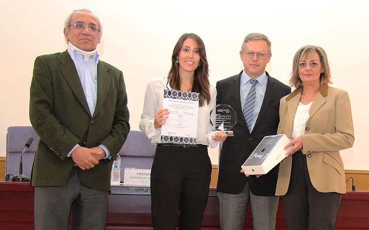 #NoticiasUCV Helena Navarro, estudiante de #Odontología de la UCV, recibe #Premio a la #Excelencia en los Estudios en un acto organizado por la Conferencia de Decanos de las Facultades de Odontología de toda España y Proclinic, la firma patrocinadora. #AlumnosUCV #FuturoUCV