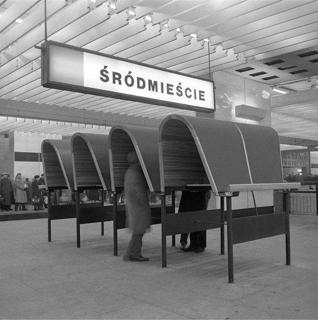 Spacja PKP Warszawa Śródmieście sfotografowana przez Tadeusza Sumińskiego, lata 60.
