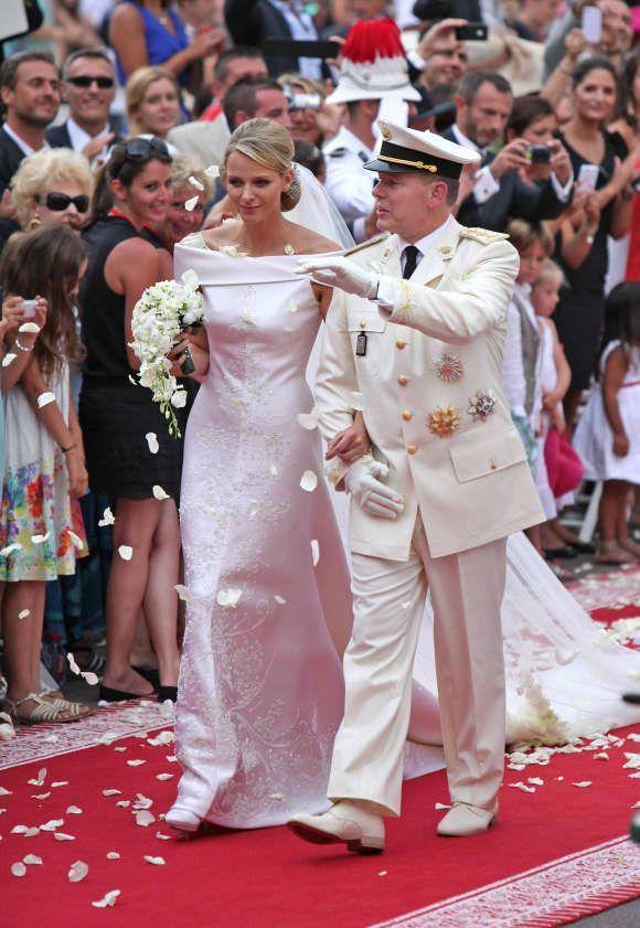 Die Schonsten Bilder Von Furstin Charlene Und Furst Albert Ii Von Monaco Furstin Charlene Brautjungfernkleid Hochzeitsfeier Ideen