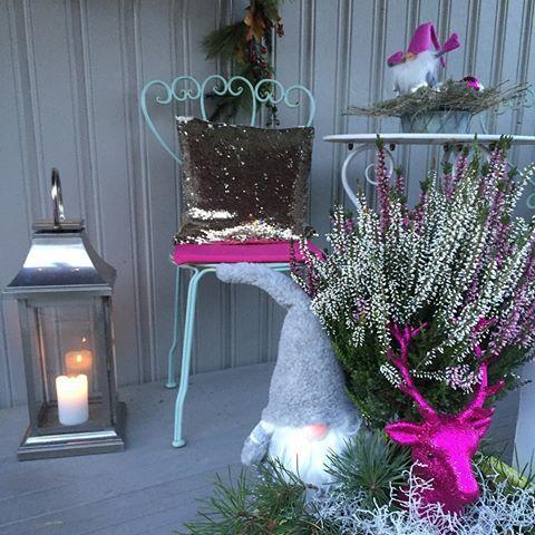 Det er alltid artig å pynte inngangspartiet til jul💕🌲 #ikwessel #inngangsparti #interior #interior #style #christmas #christmasdecorations #julepynt #kreativ #rusta #nille