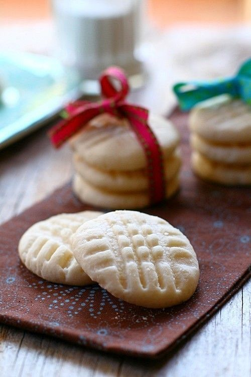 Melting Moments Cookies recipe - named for their buttery shortbread-like texture. They literally melt in your mouth. #baking #shortbread #cookies