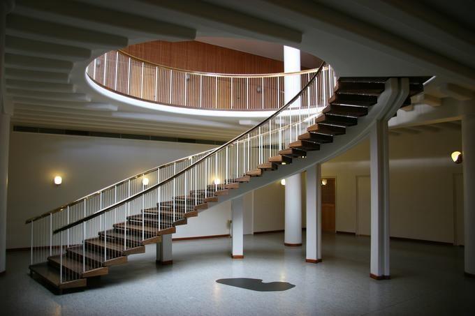 Best Flowing Staircase Design Arne Jacobsen 640 x 480