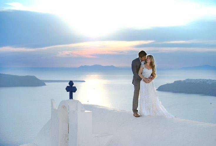 Portrait session in Santorini #imerovigli #santoriniwedding #weddinginsantorini #santoriniphotographer