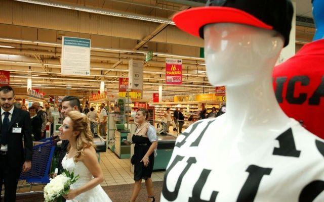 Matrimonio al centro commerciale: un megaspot pubblicitario. #centrocommerciale #matrimonio
