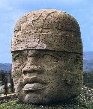 Las principales formas artísticas de los Olmecas que sobreviven a pesar de los siglos son las monumentales obras líticas y pequeñas obras hechas de piedras preciosas. Mucha del arte olmeca es altamente estilizada y usa una iconografía que refleja un significado religioso.
