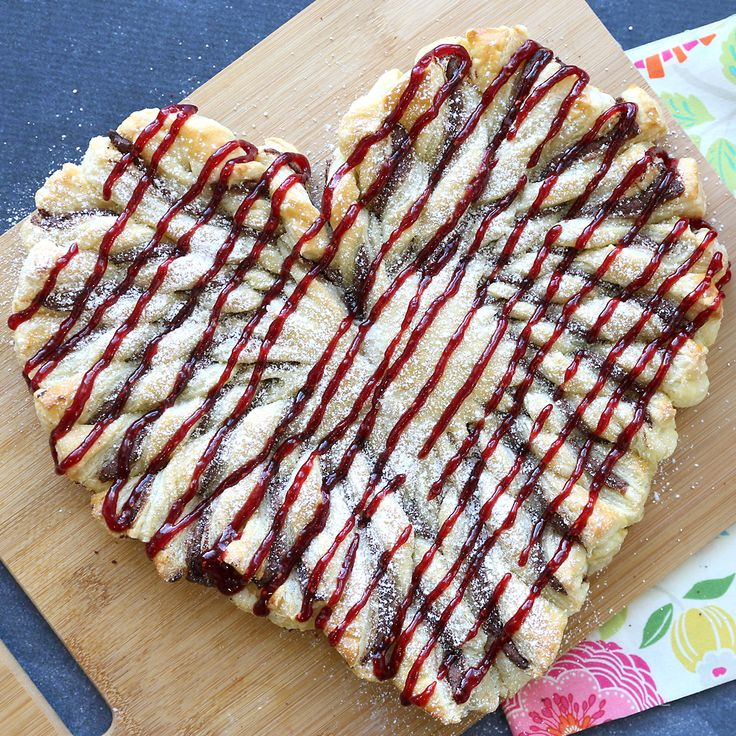 In today's post: You only need 5 ingredients for this pretty raspberry nutella puff pastry heart – a perfect easy Valentine's Day dessert or sweet breakfast! I've mentioned before that I'm an under-celebrator when it comes to most holidays. Take Valentine's Day: no one in my house (including myself) is getting boxes of chocolates or …