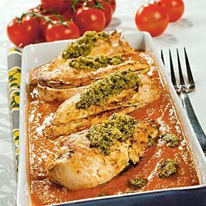Kyckling med pesto och mixad tomatsås