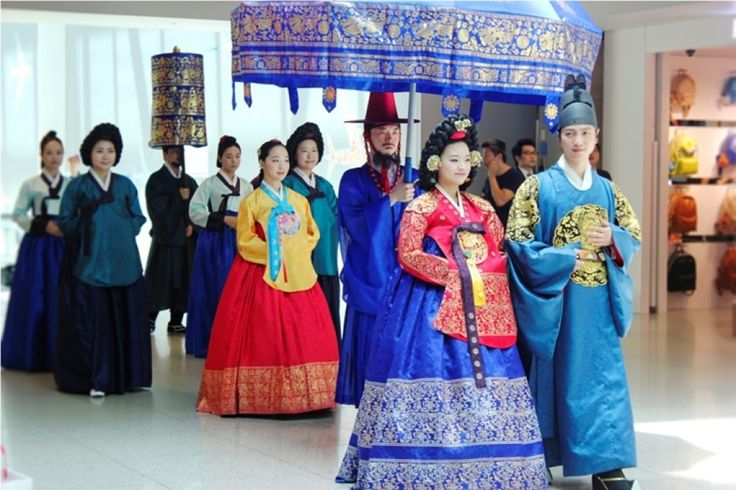 For thousands of years, Korean brides have been wearing a traditional costume called a 'Hanbok' (South Korea) or a 'Joseon-ot' (North Korea). It consists of a long-sleeve blouse and a high-waisted skirt made from either cotton or silk.