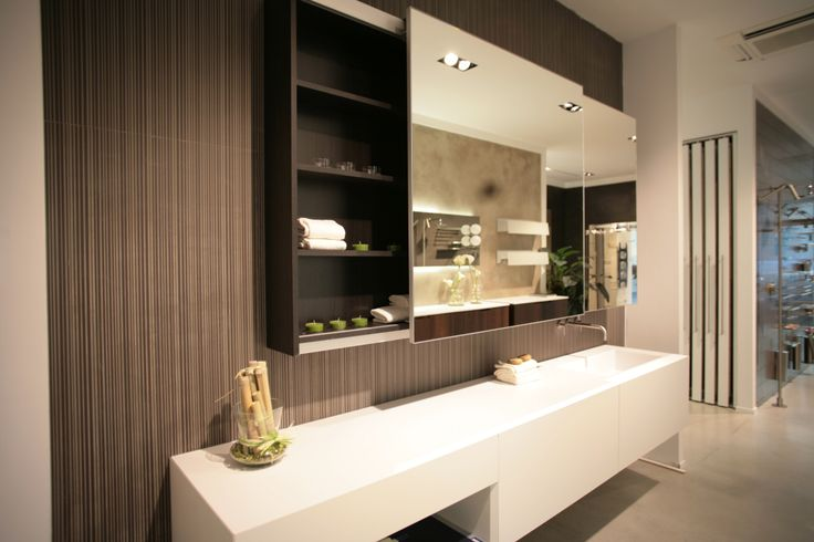Specchio contenitore, mobili da bagno, top cristalplant. www.stanzedautore.it
