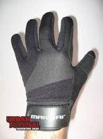 Handschoenen Patrol Gloves Kevlar. Neopreen en Fourway stretch. Binnenzijde handpalmzijde level 2 snijwerkend Kevlar 3-way Protection. Anti-slip materiaal tussen duim en wijsvinger voor het vergroten van de grip. Deze handschoenen zijn goed te gebruiken bij het schieten, gebruik wapenstok, pepperspray of handboeien. http://www.urbansurvival.nl/index.php?item=patrol-gloves-kevlar&action=article&group_id=10000196&aid=25670&lang=nl