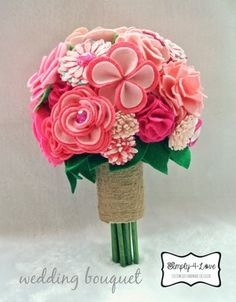 DIY wedding bouquet made of 28 felt flowers!fijarse com los petalos de la flor de 4 petalos