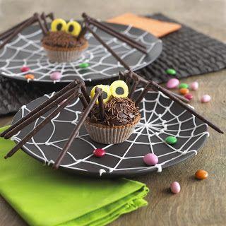 spider cupcakes #halloween treats #recipes